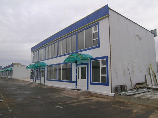 Двухэтажный офисный блок из быстровозводимых конструкций.
